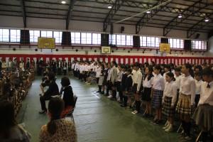 校歌を紹介する小学6年生